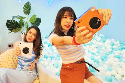 富士フイルムのインスタントカメラ