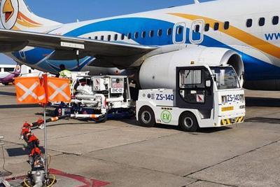 空港の電動給油車