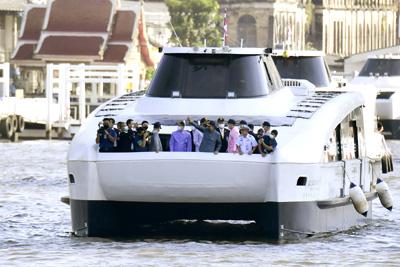 バンコクの電動旅客船