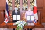 梨田駐タイ大使(左)