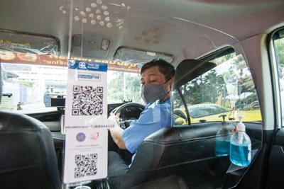 タクシーの飛沫防止板